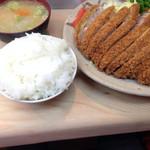 丸八とんかつ 支店 - 上ロースカツ定食(1500円)。