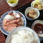 丸多屋 - ロース定食