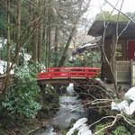 うかい鳥山 - 最初の橋から奥を望む