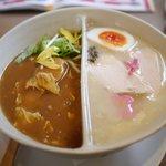鶏白湯麺飯 暖家 - 暖家名物陰陽麺