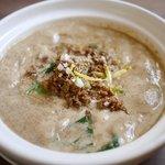鶏白湯麺飯 暖家 - たっぷり胡麻の四川土鍋坦坦麺