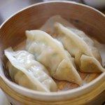 鶏白湯麺飯 暖家 - 大きな蒸し餃子
