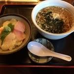 Kiguradiya - 稲庭うどんセット700円。稲庭うどんとミニ海鮮丼がついてこの価格は嬉しい( ´ ▽ ` )