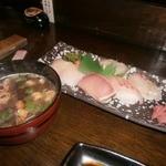 24600041 - にぎり寿司(6貫・赤だし付:680円)