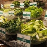 シンシャン 中目黒店 - ■野菜コーナー(葉物も充実)