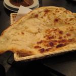 フードパラダイス エムエム - カレーセットのナンが大きい!まるでピザの様でもある味でした。