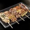 雑賀 - 料理写真:比内と大山の串盛り880円