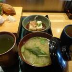 奴寿司 - 味噌汁と揚げ出し豆腐