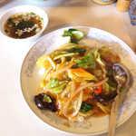 中華風レストラン 紅華 - あんかけ飯(¥780)。ざく切りの野菜、大振りのイカが嬉しい(^-^)