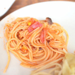 ピッツァ サルヴァトーレ クオモ 梅田 アンド ザ バー - ランチブッフェのパスタ:きのことベーコンのトマトパスタ '14 2月中旬