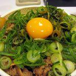 すき家 - ねぎ玉牛丼(並)380円、コチュジャンだれが味の決め手!