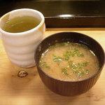 鮨ながた - 「づけ穴ちらし」味噌汁とお茶