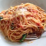 グリップ オーガニック - トマトとモッツァレラのパスタ