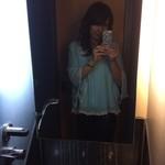 24613414 - トイレの水道が、分かります?鏡の下に水が、流れてるのが(^。^)y-.。o○