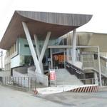 万十屋 - この建築は、1994年1月竣工。隈研吾建築都市設計事務所による設計。作品名「MAN-JU」。