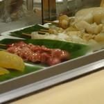 鮨処もり山 - ショーケースの魅惑の串2種類