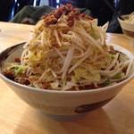 麺屋 愛0028 - 辛ら〜麺680円に野菜増し100円、ランチタイムはサービスの野菜増しかご飯サービス。
