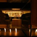 バローダの月 - 暖炉のあるソファー席で時の経つのも忘れ