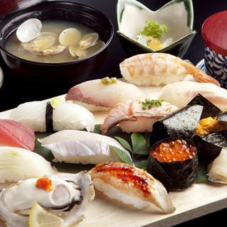 ボリューム満点! 刺身や煮物、揚げ物など楽しめる『北崎定食』