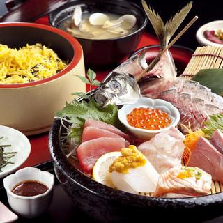 旬と鮮度にこだわった、さまざまな魚介類をご提供しています