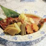 24617482 - 金目鯛の煮付け二人前。シャキシャキの針しょうが。野菜も旨味が染みてます。