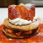 銀座コージーコーナー - 苺のホットケーキ