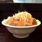 24623809 - ラーメン(大盛大煮ブタ)野菜追加