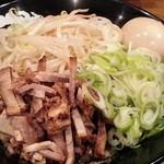 豚頂 - 油そば(中盛り・味玉)