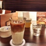 カフェ ノボール - 松山空港内『カフェ ノボール』の「アイスカフェラテ(650円)」で一服し…