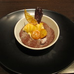 ルカンケ - 温かいチョコレートのビスキュイ、バニラのアイスと金柑のコンポート