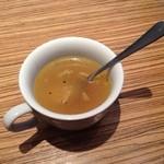 24628519 - プレートセットのスープ