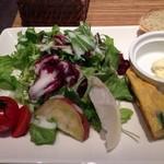24628534 - プレートの野菜サラダ