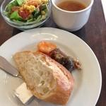 24631771 - 前菜、パン、サラダ、スープ