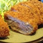 とんかつ華家 - 薄切り肉の重ねトンカツw
