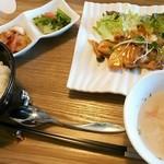 ハッピー サプライカフェ スピカ - Happylunch800円☆今日のメインは魚のピリ辛マヨネーズ(ネットには鮭と載ってましたが白身魚でした)☆3/3
