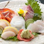 瓢亭MARU - 新鮮な旬のお魚が並びます。彩り鮮やかな『造り盛り合わせ』