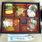 ホテル サンパール - 料理写真:バスツアーの昼食