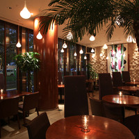 NUTS RESORT DUO - 気軽なディナーから団体様の貸切までニーズに合わせて利用できるテーブル席
