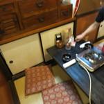 もつ鍋専門店 元祖 もつ鍋 楽天地 - 畳におざぶとんとちゃぶ台、なごみます。