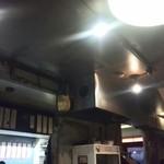 かすうどん山本 - 高温多湿な店内