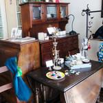ヴィトリーヌ-大町カフェ - 旧い家具類