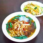 中国料理 萬龍 - ラーメンセット(台湾ラーメン+中華飯)。