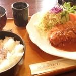鹿鳴館 - 料理写真:厚切りトンカツ定食