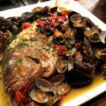 チャムアパートメント - 手作りのお料理も自慢です。鮮魚のアクアパッツァ。