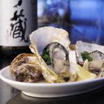 笑男酒場 や~まん - 殻ごと蒸した新鮮な牡蠣をアツアツでいただく『蒸しカキ』