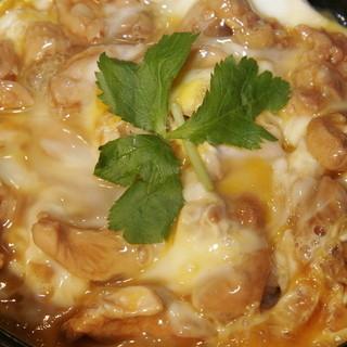 鳥めし 鳥藤分店 - 料理写真:驚くほどジューシーな鶏肉と半熟トロトロ卵の絶妙な火加減の親子丼ぜひ一度ご賞味ください。
