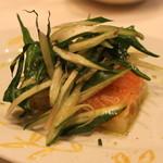 ヴィンチェロ - 料理写真:サーモンとじゃが芋のマリネ 歯触りの良いプンタレッタ添え (2014/03)