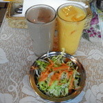 パンジャビ - セットのドリンクとサラダ