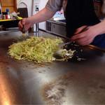 しずま - 焼きそば。野菜大盛りはサービスです