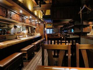 昇家 泉店 - 木の温もりのある落ち着いた空間